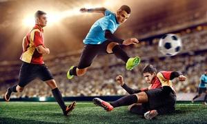 DUE PALLEGGI: Affitto di un campo da calcio a 5 per una, 2 o 3 partite di un'ora ciascuna (sconto fino a 80%)