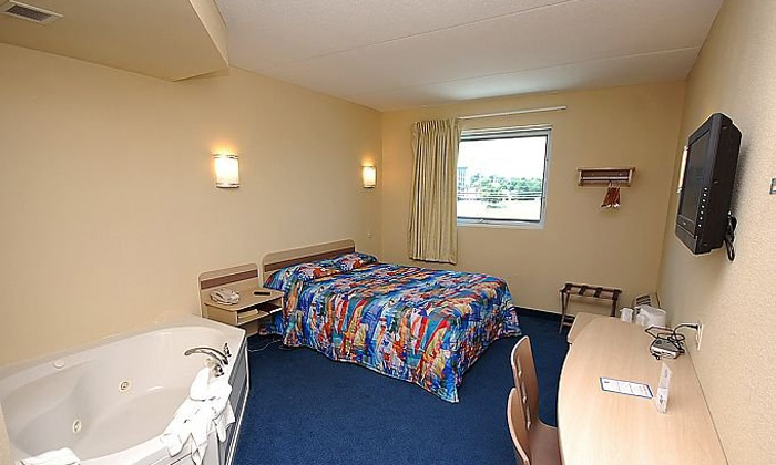 Motel 6 Niagara Falls - Niagara Falls, ON: 1- or 2-Night Stay in a Queen or Jacuzzi Room for Two at Motel 6 Niagara Falls (Up to 72% Off)