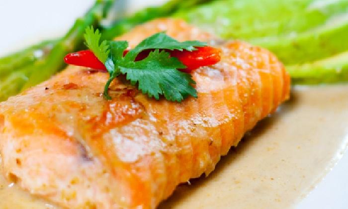 Thai Topaz Medical Center - Northwest Side: Thai Cuisine for Lunch or Dinner at Thai Topaz Medical Center (Up to 45% Off)
