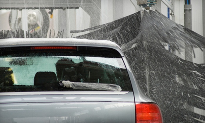 Universal Collision Centre - Walsh Acres - Lakeridge: $9 for an Automatic Car Wash at Universal Collision Centre