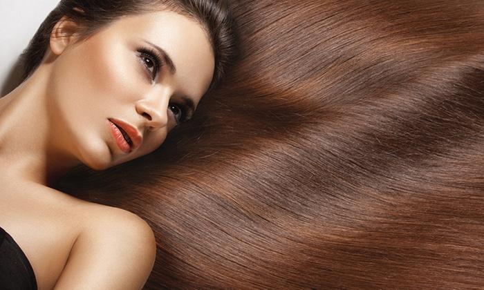 V Parrucchieri - gallarate: Pacchetti bellezza capelli con uno, 2 o 3 trattamenti a scelta da V Parrucchieri (sconto fino a 69%)