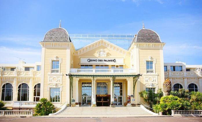 Hyères : Dîner avec coupe de Champagne ou 1 à 3 nuits avec pdj, dîner en option à l'hôtel Casino des Palmiers pour 2
