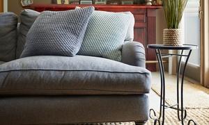 La Perla: Limpieza de la tapicería de un sofá de 2 o 4 plazas desde 34 € en La Perla