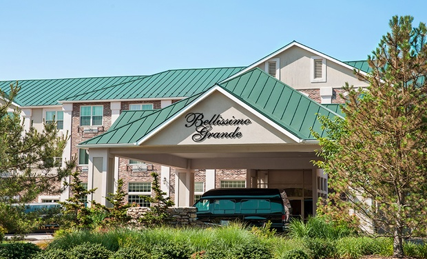 Bellissimo Grande Hotel - North Stonington, CT: Stay with Daily Starbucks Voucher at Bellissimo Grande Hotel in North Stonington, CT. Dates into December.