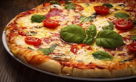 Menu pizza con bibite o 1 litro di bevanda per 2 o 4 persone al Ristorante Pizzeria Castelluccio (sconto fino a 72%)