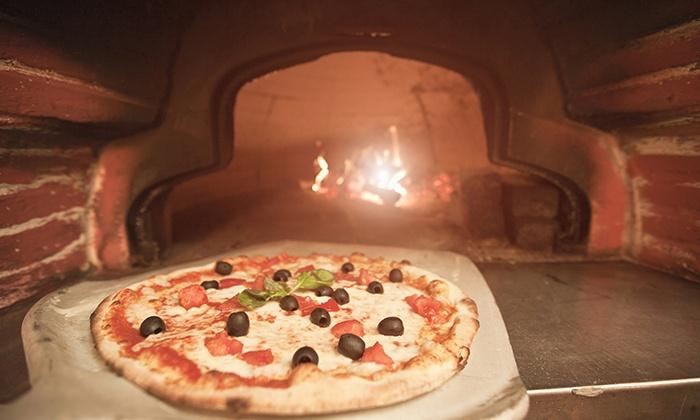 Menu con pizza illimitata, antipasto e dolce per 2 o 4 persone alla trattoria L'Acqua Santa (sconto fino a 72%)