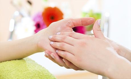 2 sesiones de manicura o manipedicura con esmaltado tradicional o semipermanente desde 12,95 € en Nailstetic