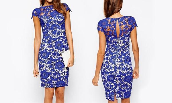 Eng anliegendes Kleid mit blauer Spitze in floralem Muster ab 8,8 € (bis  zu 8% sparen*)