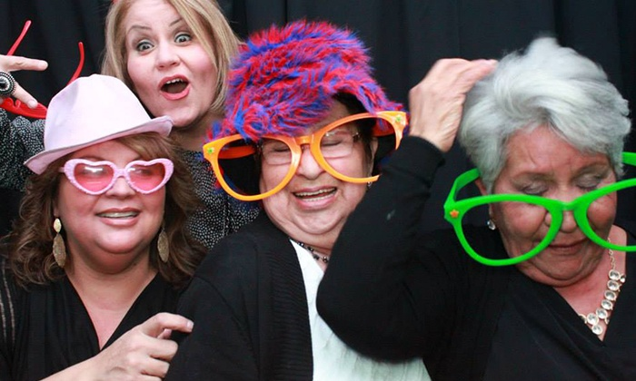 iTEG Photobooths - La Mirada: Two- or Three-Hour Photo-Booth Rental from iTEGPhotoBooths (Up to 58% Off)