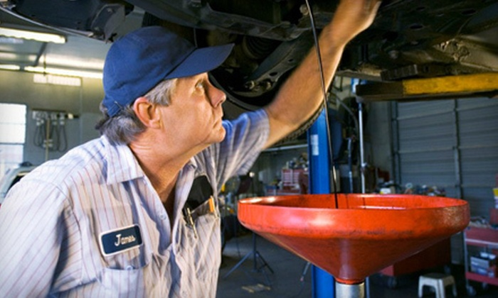 America's Best Car Care Plan - Multiple Locations: $59 for 2-Year Package with 8 Oil Changes at America's Best Car Care Plan ($279.95 Value). 3 Locations Available.