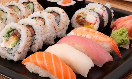 Menú japonés con entrante, bandeja de sushi, postre y bebida para 2 o 4 personas desde 24 €