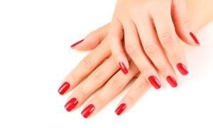 FANTASIE ALLO SPECCHIO: 3 o 5 sedute di manicure con smalto semipermanente da Fantasie allo Specchio (sconto fino a 76%)