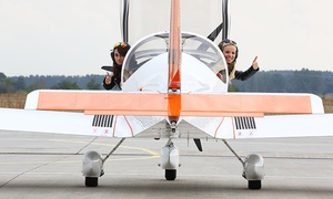 RUWE AERO GmbH: 45 Minuten Rundflug von Strausberg über Berlin plus 20 Minuten Bodeneinweisung mit RUWE AERO (bis zu 52% sparen*)