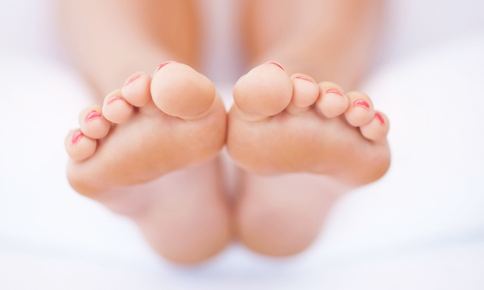 Foot Smile Spa - DePaul: $25 for 60-Minute Foot Reflexology & Thai Body Massage with Foot Bath at Foot Smile Spa ($60 value)