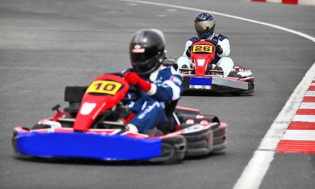 Dos tandas de karting de 10 minutos cada una para dos, cuatro o seis personas desde 29,95 € en Karting Alcalá