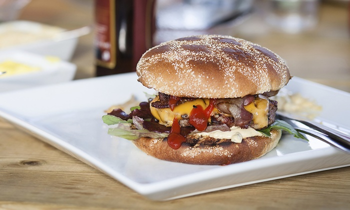 915 Pub & Grill - Fort Thomas: $11 for $20 Worth of Pub Food and Drinks at 915 Pub & Grill