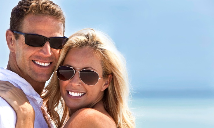 The Smile Bar - The Royal Treatment Nailbar & Spa: $110 for a 1-Hour Laser Teeth-Whitening Treatment at The Royal Treatment Nailbar & Spa ($250 Value)