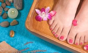 Die Hauptstadt Massage: Pediküre- oder/und Maniküre-Intensivbehandlung mit Lack im Beauty-Salon Die Hauptstadt Massage (37% sparen*)