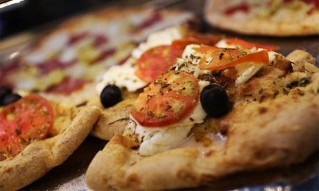 Pizza para dos o cuatro personas con ensalada, entrante y bebida desde 15,90 €