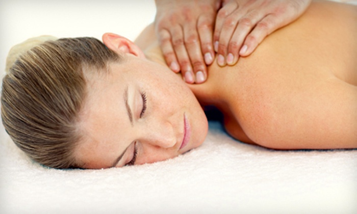 The Vaughan Medical Clinic - Vaughan: 60- or 90-Minute Massage at The Vaughan Medical Clinic in Maple (Up to 56% Off)