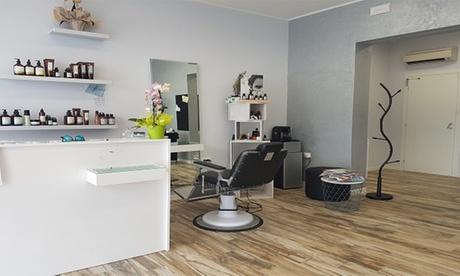 Shampoo, maschera ristrutturante, taglio, colore e piega al salone Dacci Un Taglio (sconto fino a 65%)