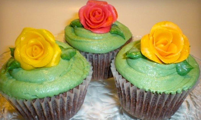 Sweet Art Cakes - Dayton: $5 for Six Gourmet Cupcakes at Sweet Art Cakes ($10 Value)
