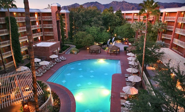 Radisson Suites Tucson - Tucson, AZ: Stay with Dining Credit at Radisson Suites Tucson in Arizona. Dates into January.
