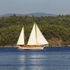 Navigazione in barca a vela con aperitivo