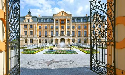 Włocławek: 2-4 dni dla 2 osób ze śniadaniami, obiadokolacjami, sauną, parkingiem i więcej w Pałacu Bursztynowym
