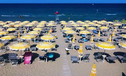 Accesso lido 2 lettini ombrellone e pranzo per 2 persone al bagno palm beach a pinarella di - Bagno palm beach pinarella ...