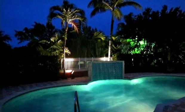 Hotel With Elegant Lounge Near Palm Beach