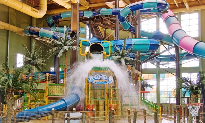 Maui Sands Resort & Indoor Waterpark - Sandusky, OH: 1-Night Stay for Four or Six with Water-Park Passes and Dinner at Maui Sands Resort & Indoor Waterpark in Sandusky, OH
