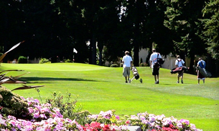 Highlands Golf - West End: $10 for Golf Outing for One with 18 Holes of Golf and a Pull Cart at Highlands Golf in Tacoma ($21 Value)