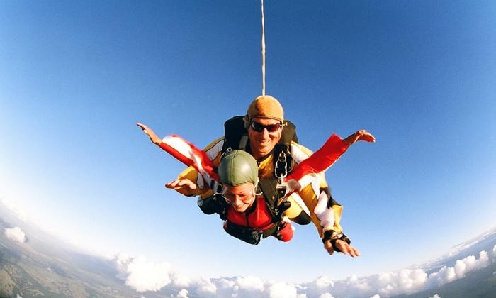 Paraclub Namur - Suarlée: Bon de 50, 100, 200 ou 400 € à valoir sur un saut en parachute en tandem, option vidéo dès 9,99 € au Paraclub de Namur