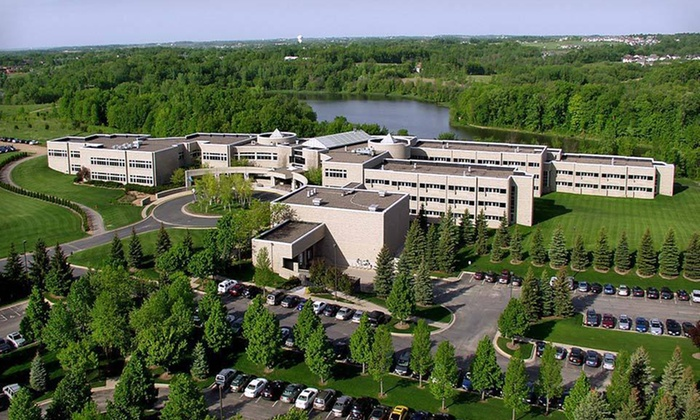 Oak Ridge Hotel & Conference Center - Chaska, MN: One- or Two-Night Stay with Dining Credit, Wine & Food Plate at Oak Ridge Hotel & Conference Center in Greater Minneapolis-St. Paul
