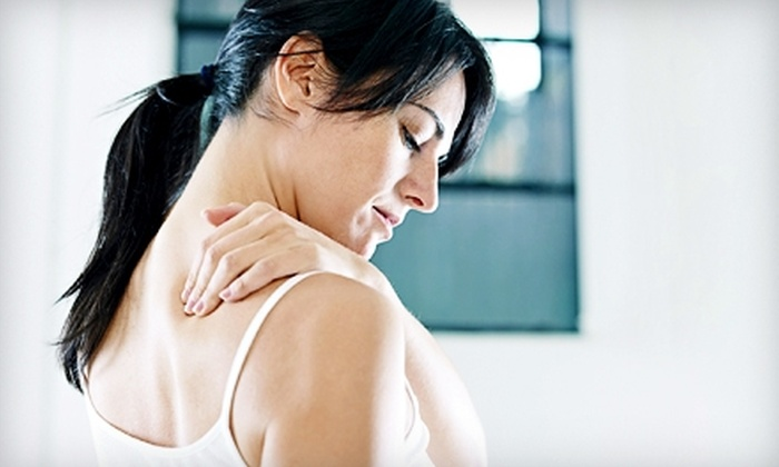 Henley Chiropractic Center - Fifth Ward: $39 for Chiropractic Exam, Adjustment, Chair Massage, and Footbath at Henley Chiropractic Center ($175 Value)