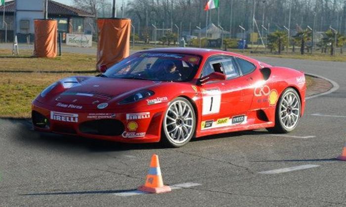 Corsi di guida a scelta su Ferrari da Guida Sicura Supercar (sconto fino a 75%). Valido in 2 sedi