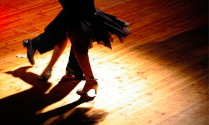 Espaço de Danças Carlos Oliveira: Espaço de Dança Carlos Oliveira – Bom Fim: 1, 3, 6 ou 12 meses deaulas de dança