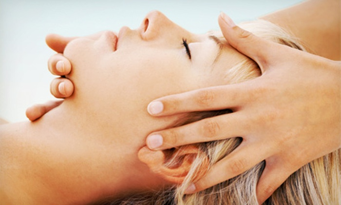 Azul Wellness - Downtown Miami: $39 for a 60-Minute Massage and Reflexology Treatment at Azul Wellness ($80 Value)