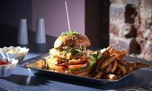 Papacho's: Classic Burger mit Papacho's Fritten od. Salat und Homemade Drink für Ein oder Zwei bei Papacho's (bis zu 44% sparen*)