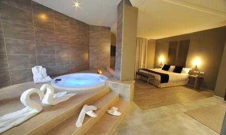 Valencia: 1 o 2 noches para 2 personas en suite con jacuzzi, botella de cava y detalle en el Motel Luve