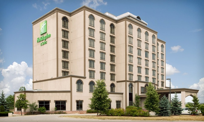 null - Toronto (GTA): Stay with Welcome Drinks at The Holiday Inn & Suites Mississauga in Mississauga, ON. Dates through March.