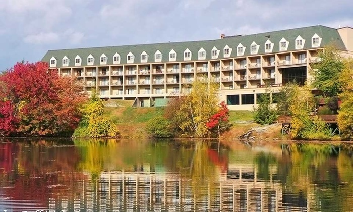 Chateau Resort - Tannersville, PA: Stay with $20 Resort Credit at Chateau Resort in the Poconos, PA, with Dates into October
