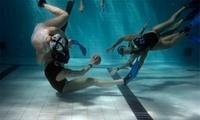 Entreno y partidos de rugby subacuático para una, dos o cuatro personas desde 9 € en piscina junto al Mercat Nou