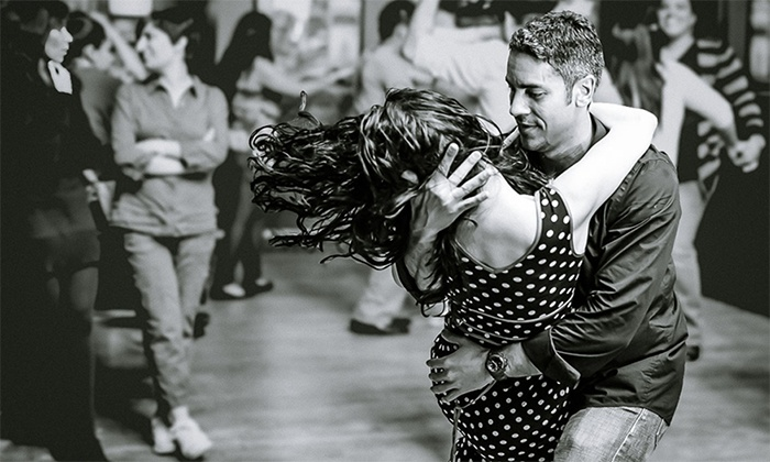 Mil Pasos by Julie & Julian - Toronto: 71% Off Salsa and Bachata Group Dance Lessons at Mil Pasos by Julie & Julian