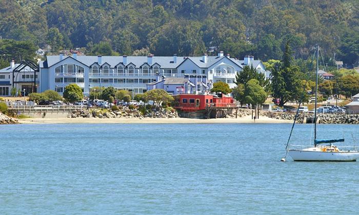 4-Star Suites Along California's Half Moon Bay