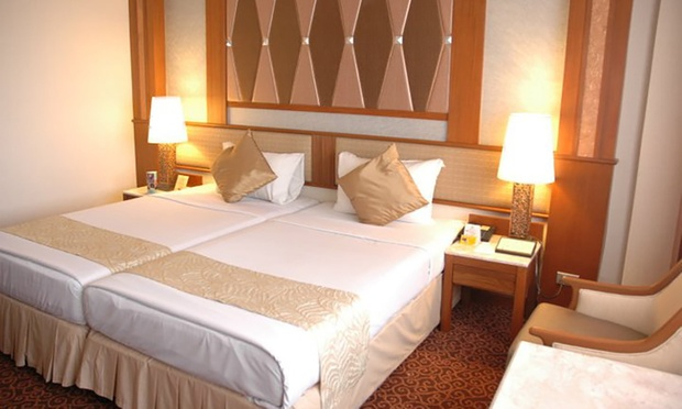 Bangkok: Asia Hotel + Thai Airways Flights 1