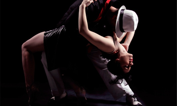 Salsaholics Anonymous - Downtown Toronto: 12 or 24 Drop-In Salsa-Dancing Lessons at Salsaholics Anonymous (Up to 86% Off)