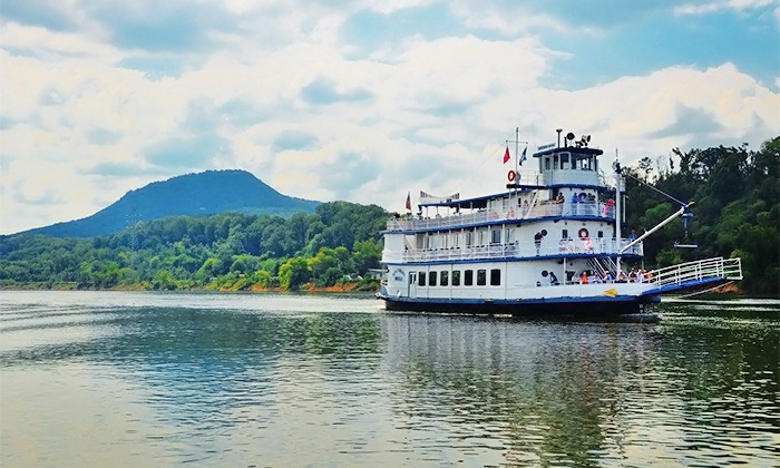 Chattanooga River Boat Company - Downtown Chattanooga: $17 for 1.5-Hour Sightseeing Cruise for 2 on the Tennessee River from Chattanooga Riverboat ($33.90 Value)