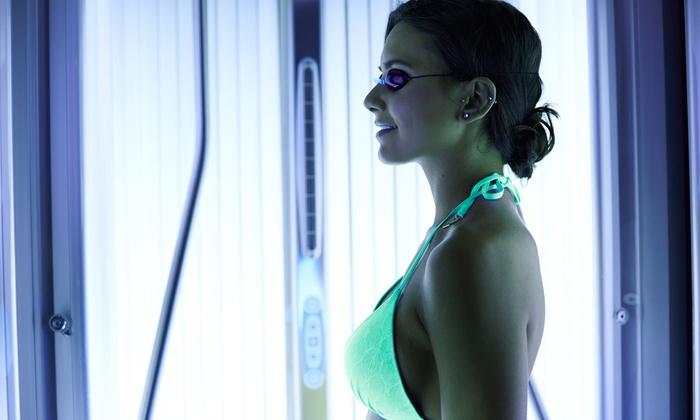 la porta blu - sacrofano: 10 o 20 lampade trifacciali o docce solari da La Porta Blu (sconto fino a 87%)